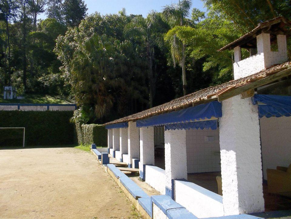 Campo de Futebol com a área de Recreação ao lado.